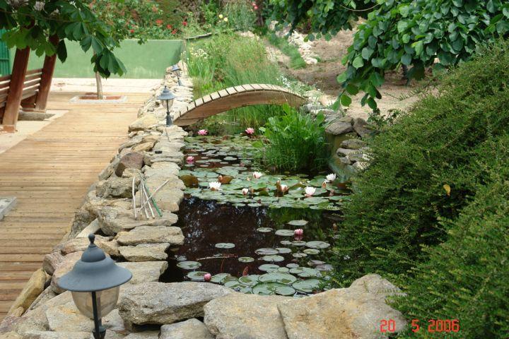 Vaiosil riachuelos cascadas estanques y jardines for Cascadas en piedra para jardines